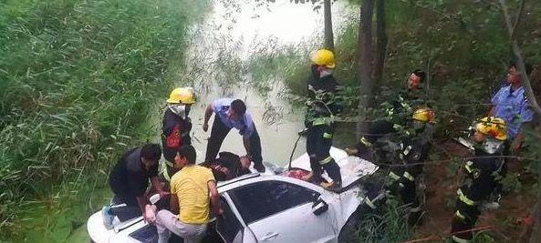 1小时挽救4人生命 德州一轿车坠河 民警消防合力救援
