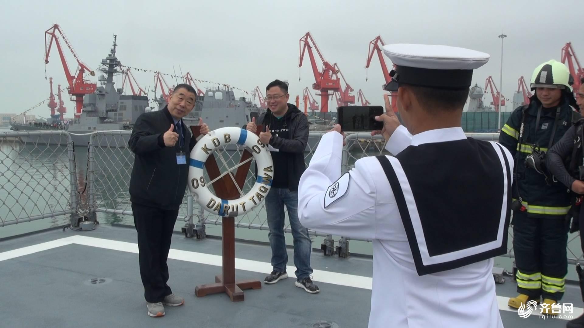 青?#33322;?#33351;开放日:多国海军舰艇向公众开放
