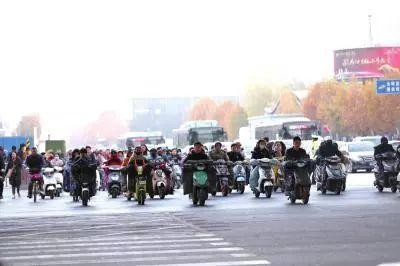 济南骑电动车也要考驾照 否则罚款两千 假的