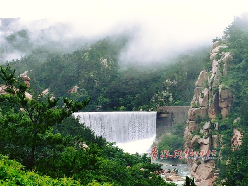 崂山风景区雨后流水潺潺美若仙境
