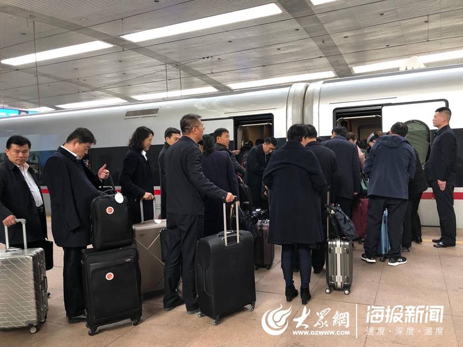住鲁人大代表、政协委员赴京