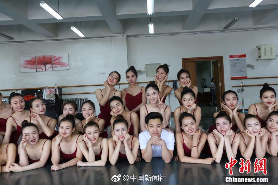 36个女生陪1个男生上课