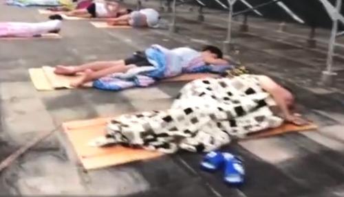 命是天台给的!睡在天台的大学生