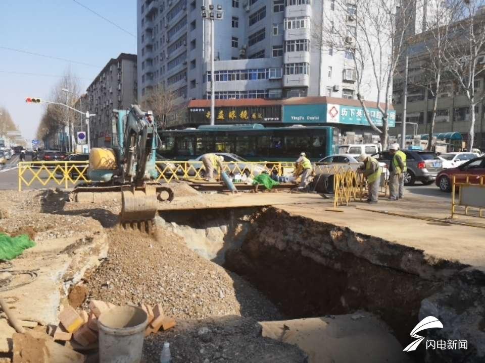 济南历山路爆裂水管修复完工 附近小区将陆续恢复供水