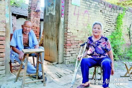 菏泽鄄城72岁拄拐儿媳照顾99岁公公 比亲女儿还亲