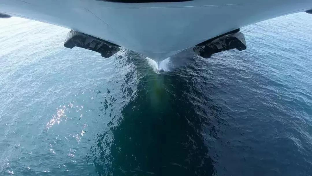 青岛阅舰式前中国公布国产航母海试短片引关注