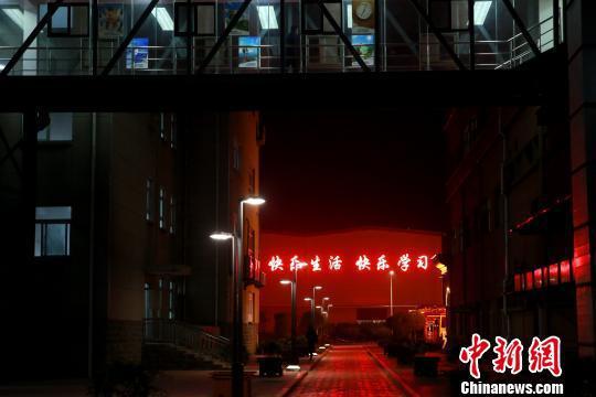山东龙郓煤业冲击地压事故遇难人数已增加至3人。 梁犇 摄