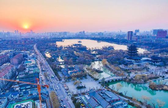 山东省住建厅日前发布消息,济南顺利通过全国公共建筑节能改造重点城市验收。