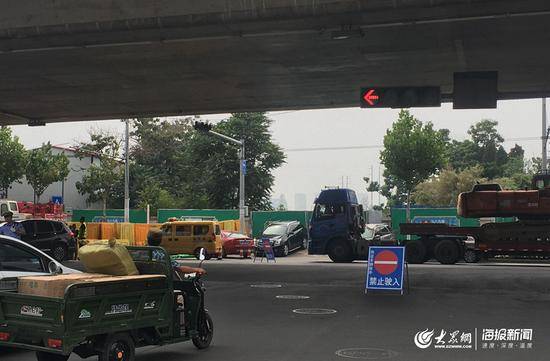 坍塌路段禁止车辆驶入