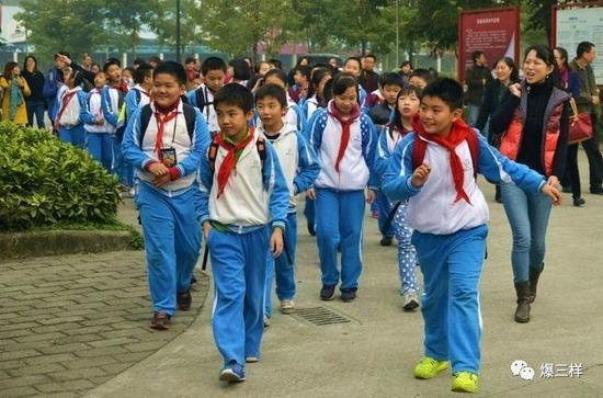 小学和初中全免试入学,热点民办学校可随机派位