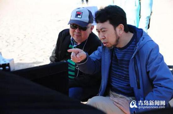 李巨涛(右)