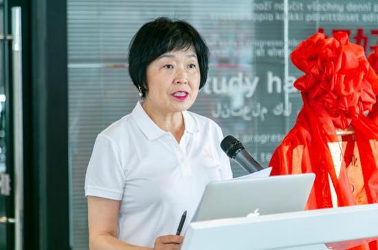 旅促会副会长杨爱青宣读了各专委会人事任命决定
