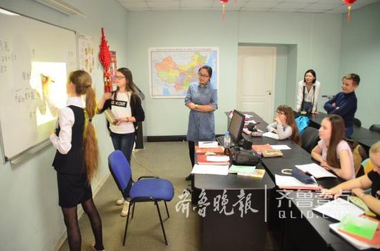 圣彼得堡的孔子课堂正在上课。齐鲁晚报·齐鲁壹点 记者高寒摄