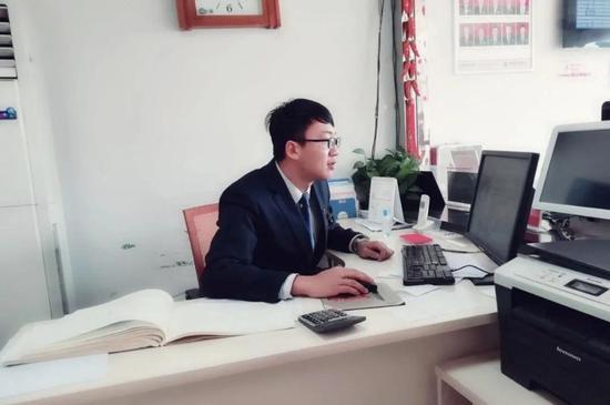 刘建滨,金融管理专业毕业生,现任职于聊城农商行,职员,年薪10万