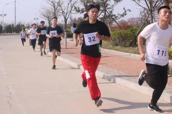 ●食品系学生参加校园长跑比赛