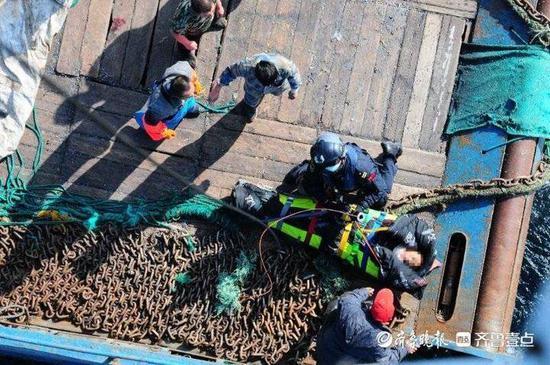3架直升机同时出动 北海救紧急救助遇险船员和岛民