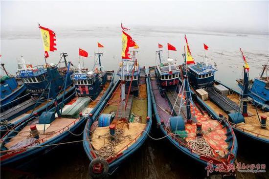 黄海渤海进入伏季休渔期 即墨渔船归岸停靠