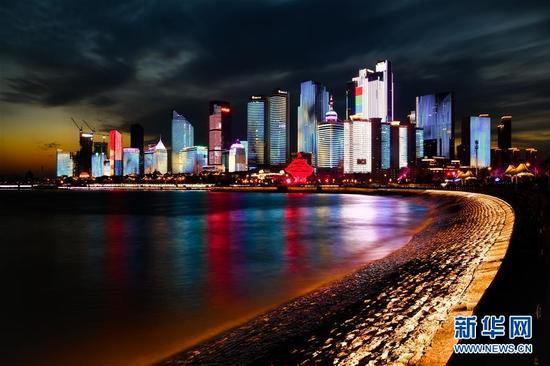 这是4月14日拍摄的青岛浮山湾夜景。新华社记者 郭绪雷 摄
