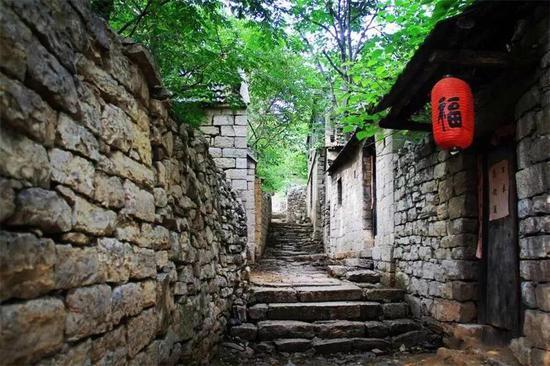 四年间,上九古村景区已累计接待游客200余万人次。