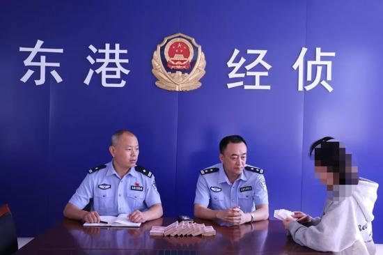 目前上述两名犯罪嫌疑人已被采取强制措施,办案民警正全力追缴被骗款物。