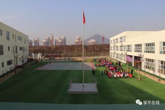 宽敞的户外运动场