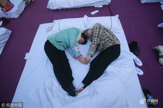 连睡觉都是爱你的形状哦