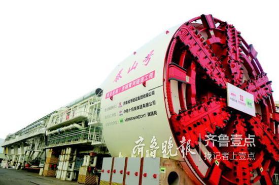 """济南黄河隧道""""泰山号""""盾构机在广州成功下线。"""