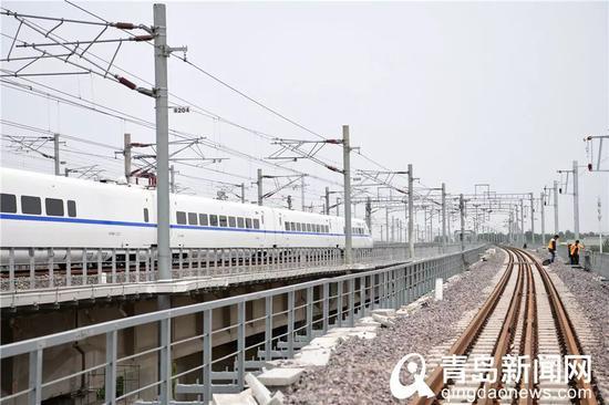 联络线下行线(红岛站至城阳站方向)与青荣城际正线接轨处。