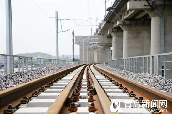 联络线基本轨与护轨。