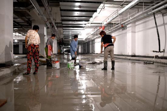 济南火车站北广场复工。