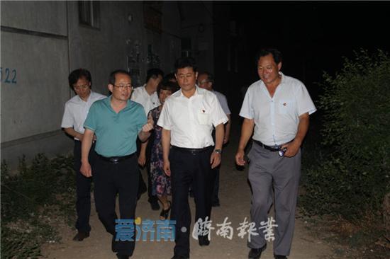 区委书记马保岭实地察看电视问政反馈房屋地质塌陷受灾村