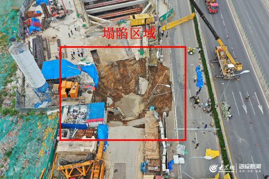 青岛地铁1号线胜利桥施工段塌陷现场