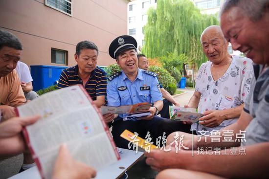 两年访遍四千户居民,七年做了铁橱笔记