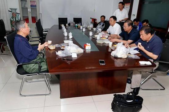 省委副书记杨东奇,省委常委、秘书长孙立成,副省长于国安、刘强参加活动。