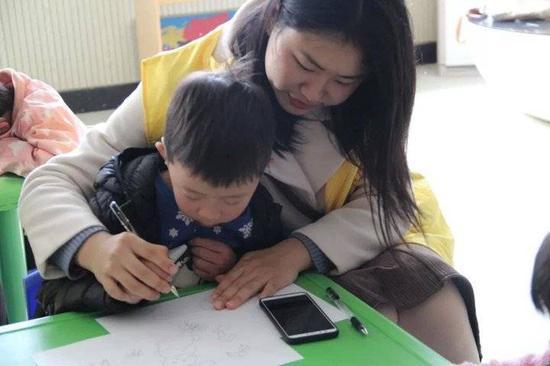 爱不孤独 团区委开展关爱特殊儿童群体志愿服务