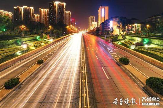 火红灯笼和中国结挂起来 济南城管让城市年味浓起来