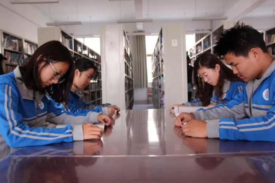 ●食品系学生参加读书月活动