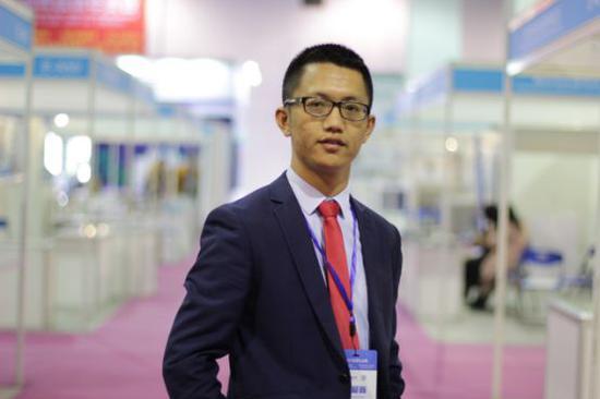 庞云龙,物流管理专业毕业生,任职于杭州雷华制冷科技有限公司,总经理,年薪50万