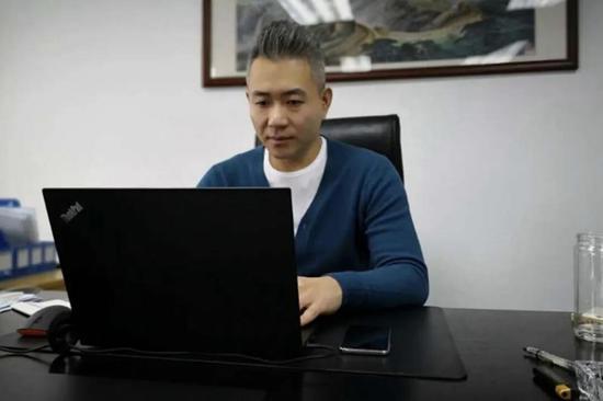 王栋,市场营销专业毕业生,现任上海圆讯商务咨询有限公司,总经理,年薪30万