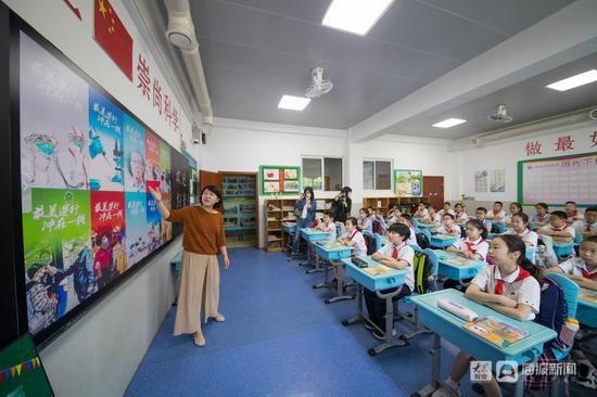 """济南首批小学生返校:""""开学第一课""""老师讲了啥重点"""