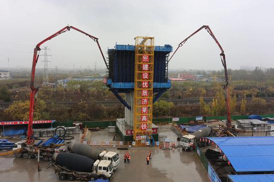 最新进展 济莱高铁跨胶济铁路转体桥开始浇筑