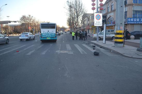 即墨电动车发生事故 警医合作开通绿色通道救伤者