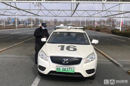 青岛建成全国首个自助式新能源汽车科目二专用考场