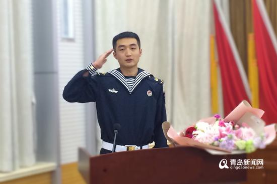 青岛海军战士钟晓峰。