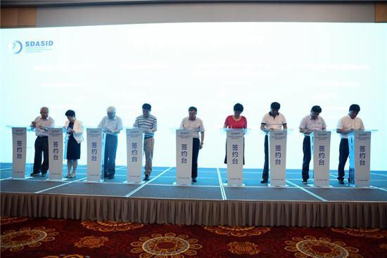 7名院士和其团队与省内十家企业签订合作协议