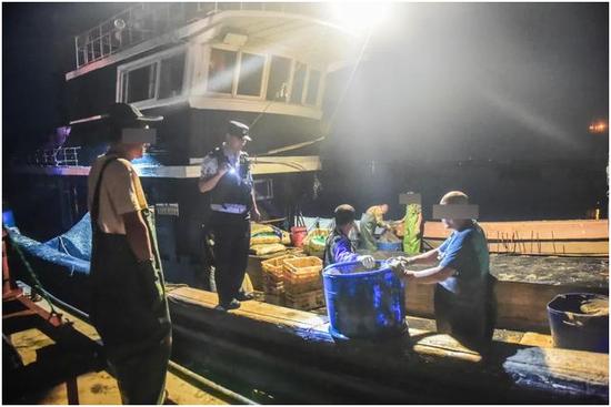 烟台禁渔期用地笼非法捕捞 14名嫌疑人被抓