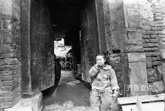 2000年,芙蓉街的孩子。