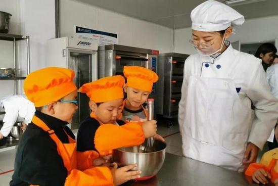 ●食品系学生与鲸园小学学生开展主题研学活动