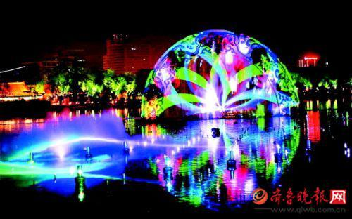 色彩斑斓的明湖秀节目。 齐鲁晚报·齐鲁壹点记者 张中 摄