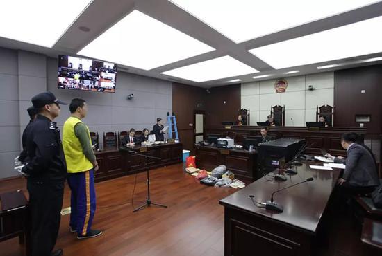 案发后,公安机关迅速采取行动将褚某某抓获归案。